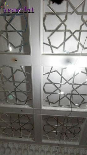 آینه کاری بر روی گچ بری سقف